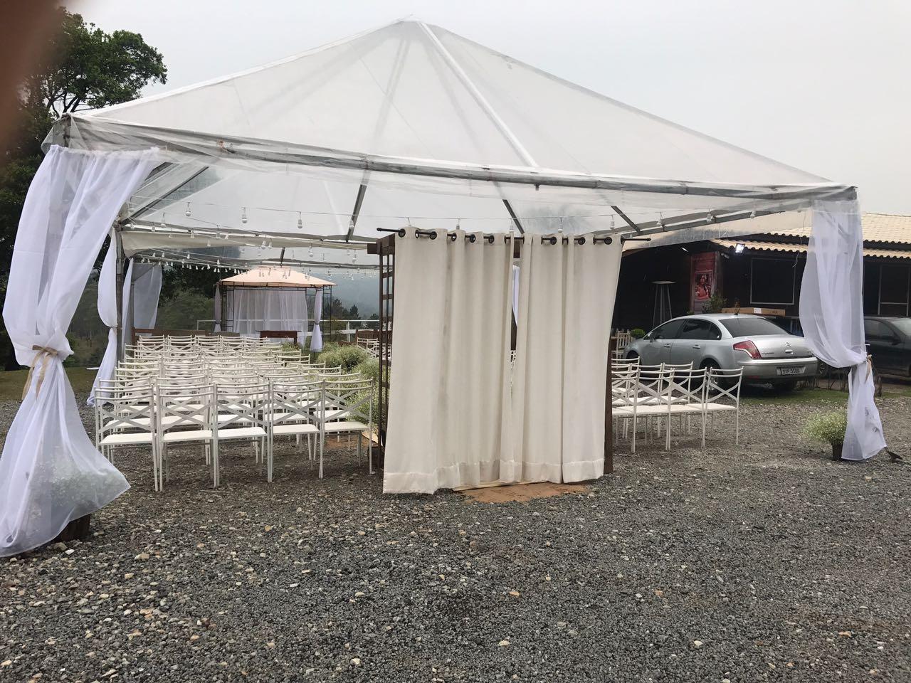 Qual a melhor tenda para festa em dias de chuva?